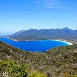 Tasmania-Wineglas-bay-beach-2